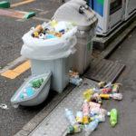 朝、自販機のゴミ箱を漁る人を見てあなたは何を思う?